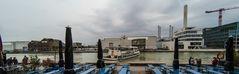 Die MS Günter im Hafen vor dem Cafe Med