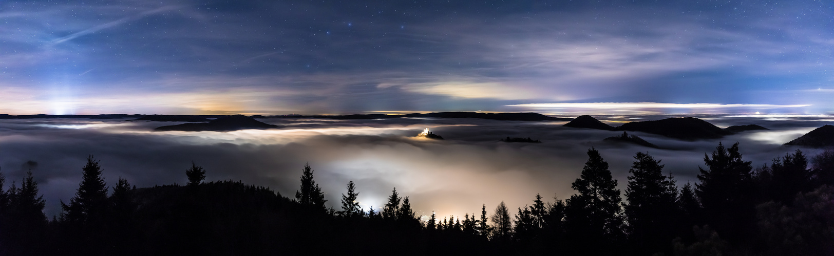 Die Nacht über dem Nebel