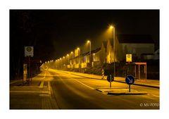 die neue Straßenbeleuchtung ist gelb