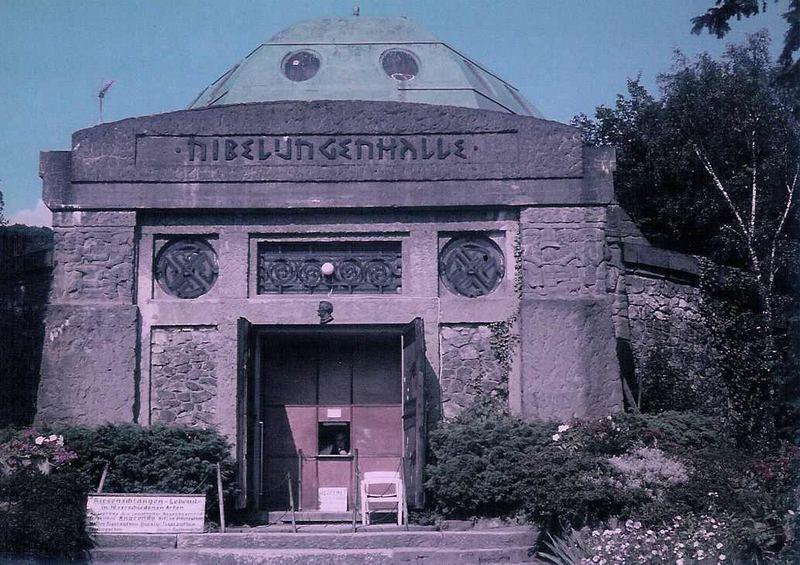 Die Nibelungenhalle