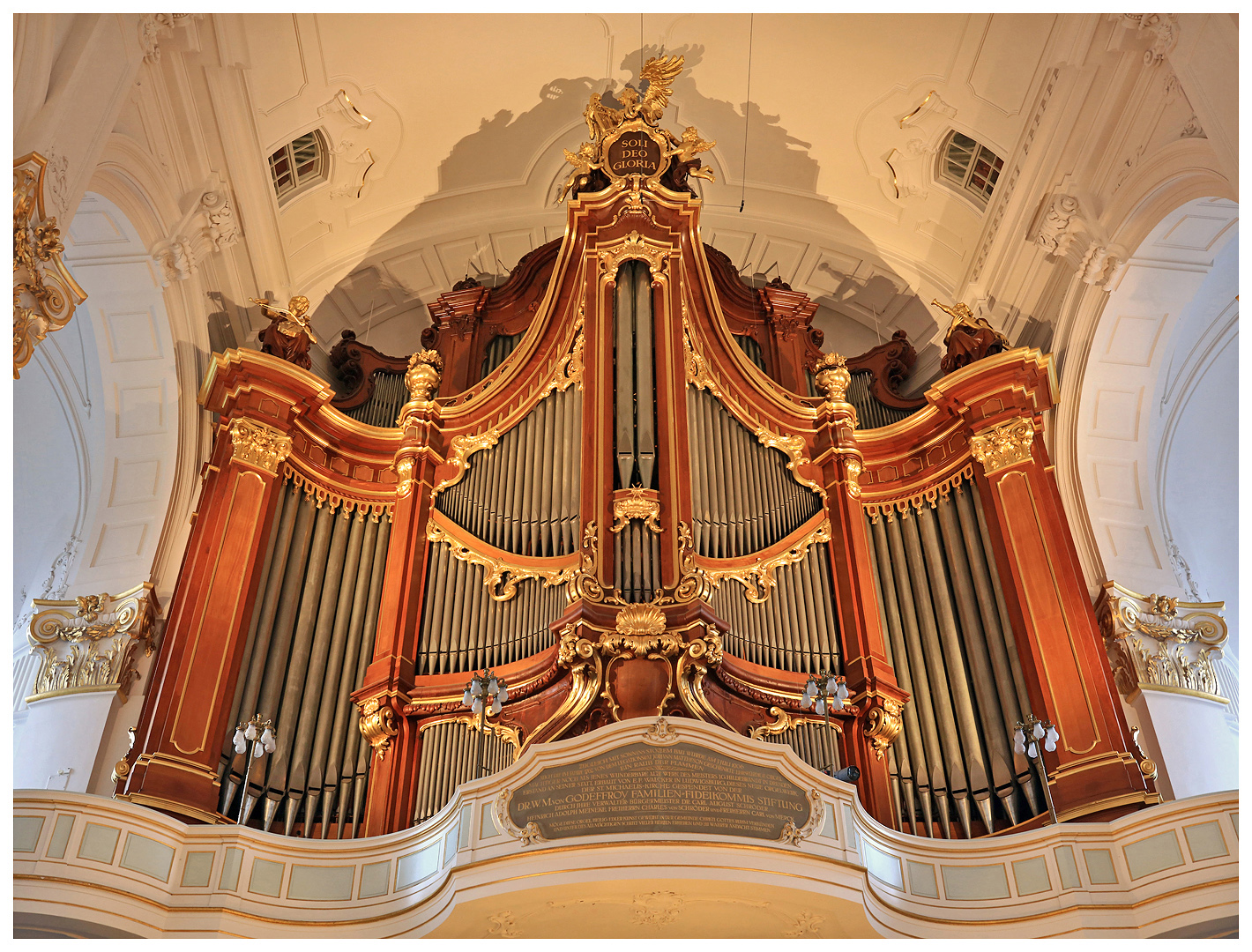Die Orgel im Hamburger MICHEL .........