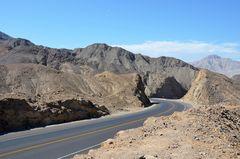 Die Panamericana in der Wüstenregion um Nazca