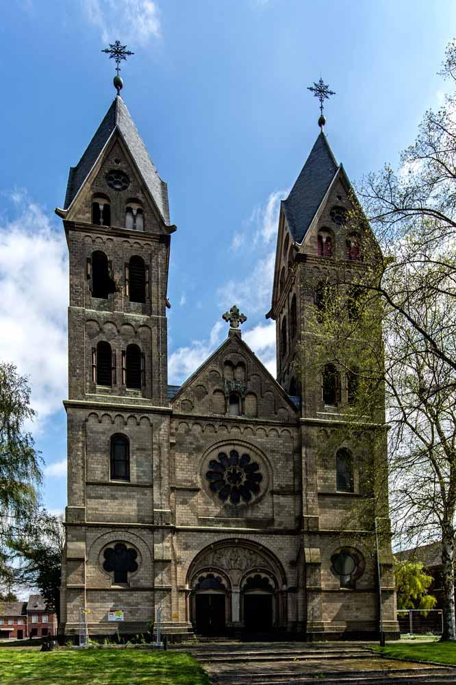 Die Pfarrkirche in Immerath wartet auf die Braunkohle-Bagger