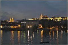Die Prager Burg bei Nacht (HDR)