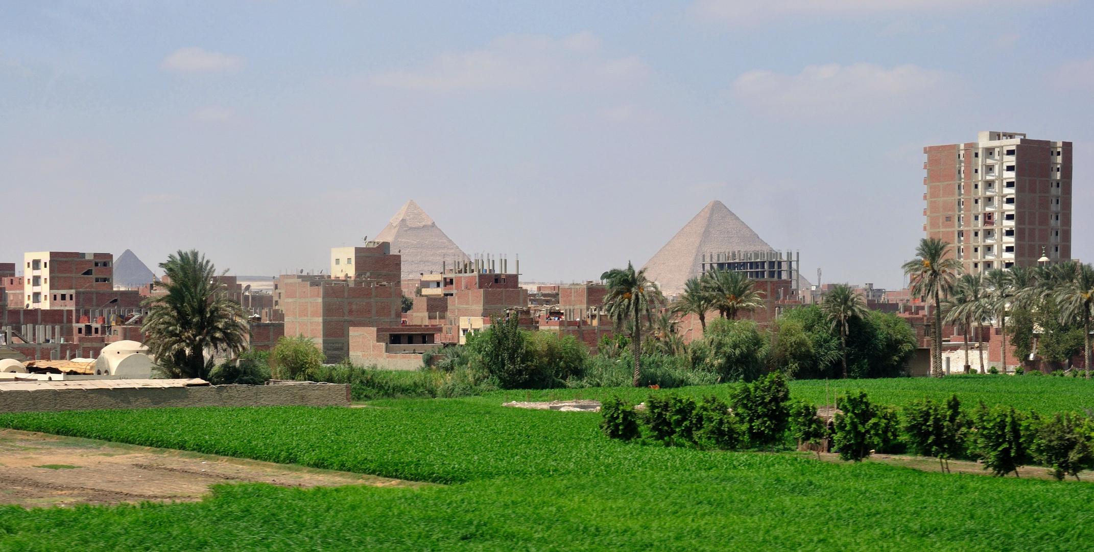 Die Pyramiden werden langsam zugebaut