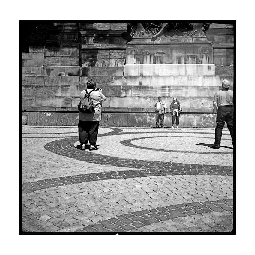 Quadratur Der Basaltemperatur: Die Quadratur Der Kreisförmigen Pflasterstein-Ornamente