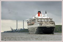 Die Queen Mary II vor Wedel.