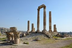 Die Reste des Herkules-Tempels am Abend