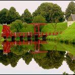 Die rote Brücke