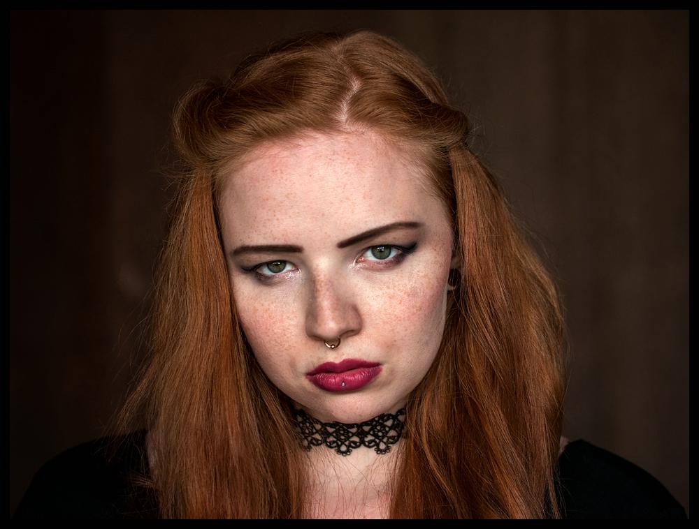 Die rote Frau Foto & Bild | portrait, erwachsene, kim