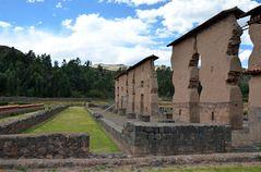 Die Ruinen des Tempels von Wiracocha in Raqchi
