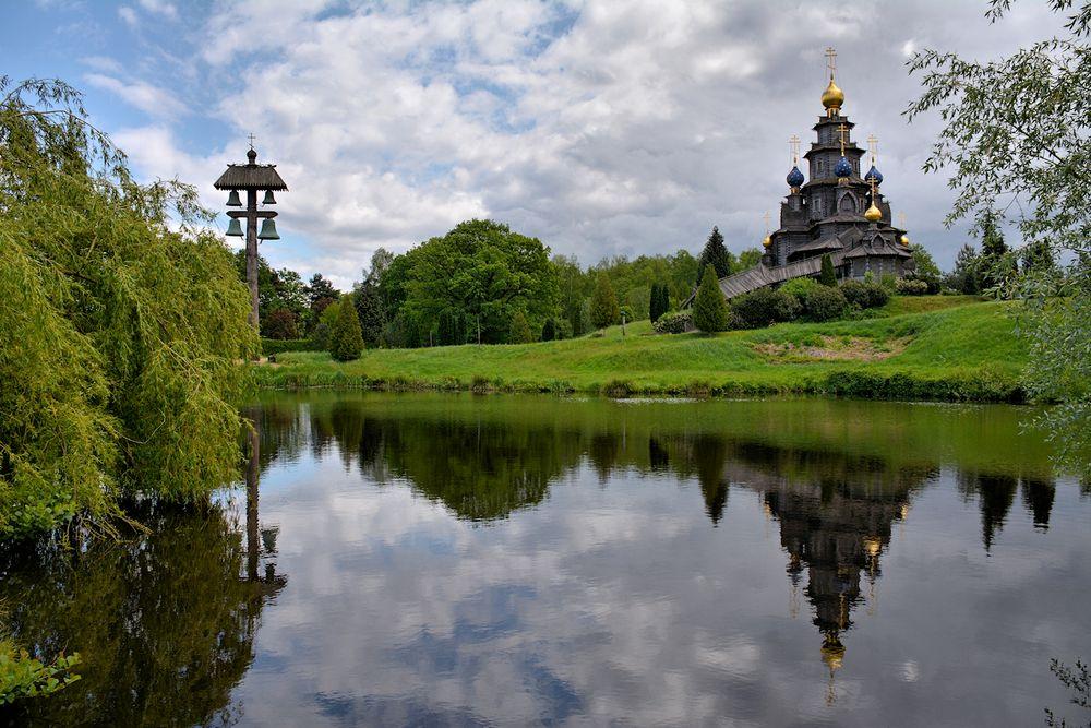 die russisch orthodoxe Holzkirche
