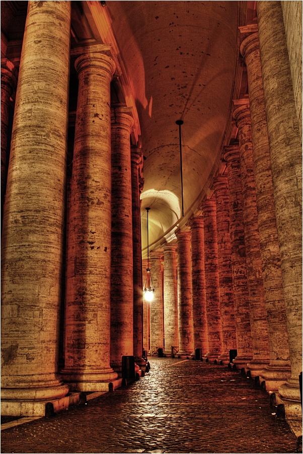Die Säulen der Kirche