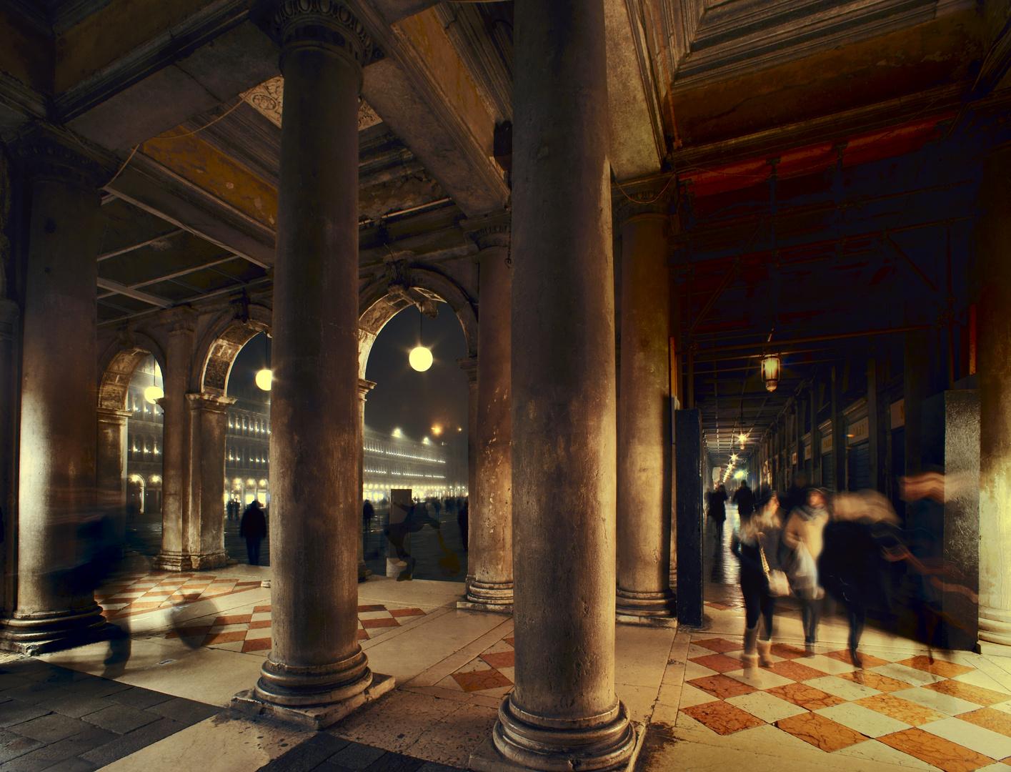 Die Säulen vor dem Marcusplatz