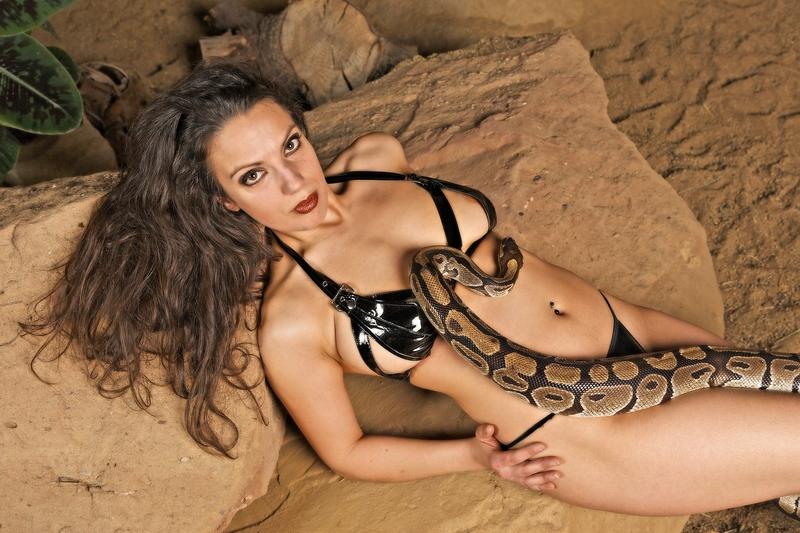 Die Schlangenbeschwörerin I