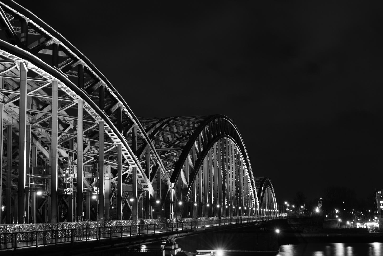 Die schwarz-weiß Brücke...