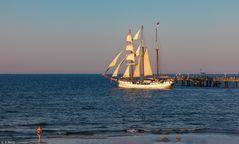 Die Segel sind gesetzt - Fahrt in den Sonnenuntergang (2)