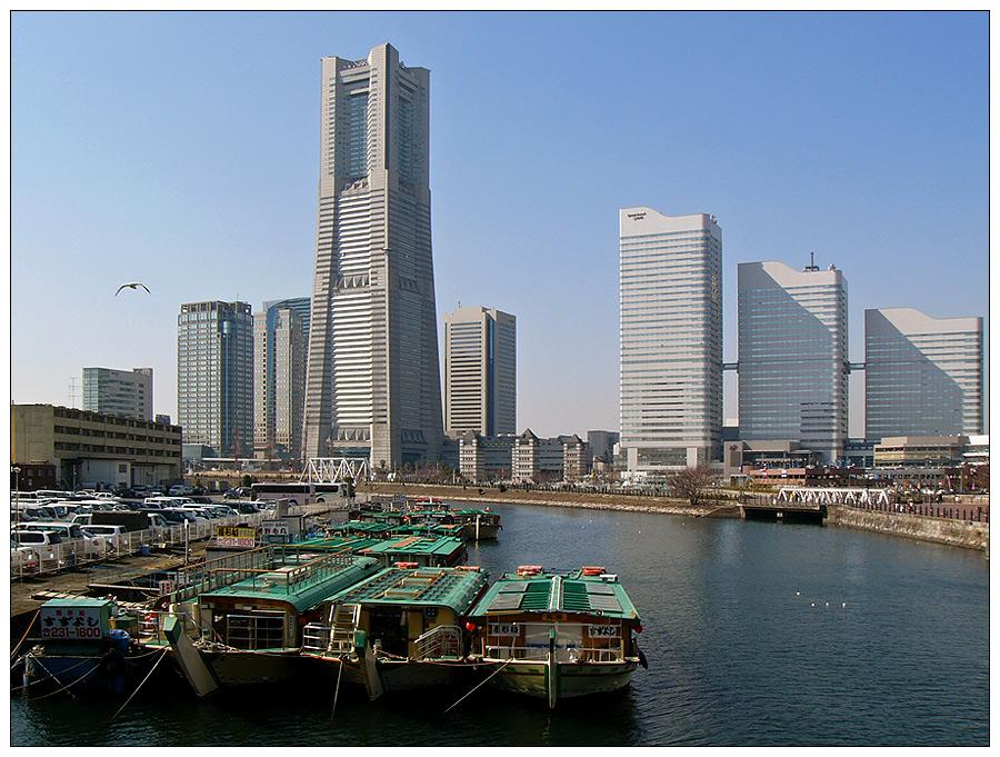 Die Skyline am Hafen von Yokohama - Minato Mirai 21