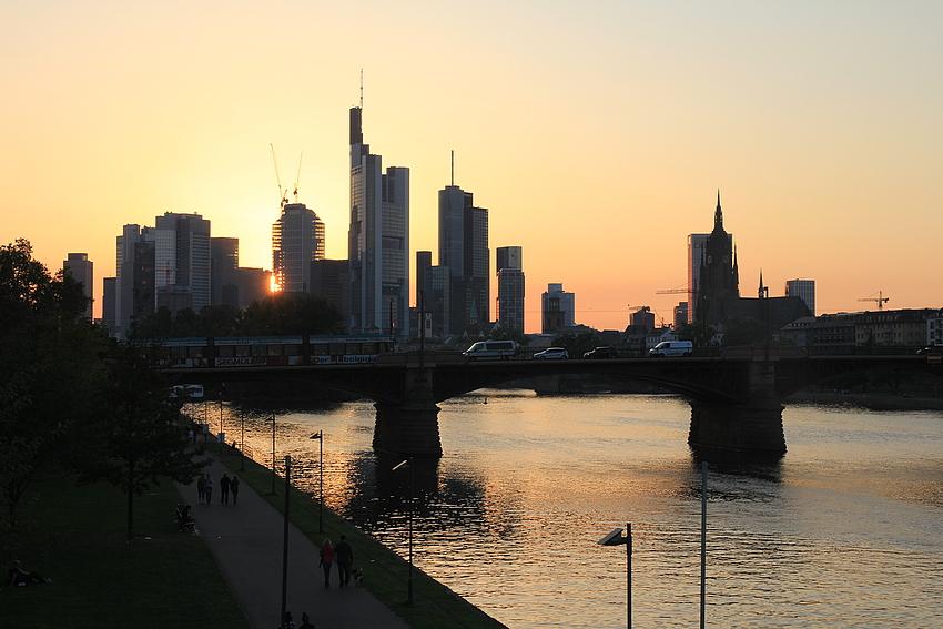 Die Skyline im Abendlicht