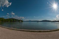 die Sonne über dem See