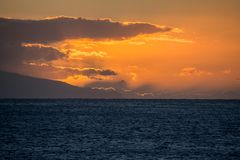 Die Sonne versinkt hinter El Hiero