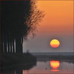 Die Sonne versinkt im Kanal (2)