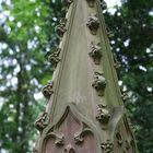 Die Spitze des Grabmals