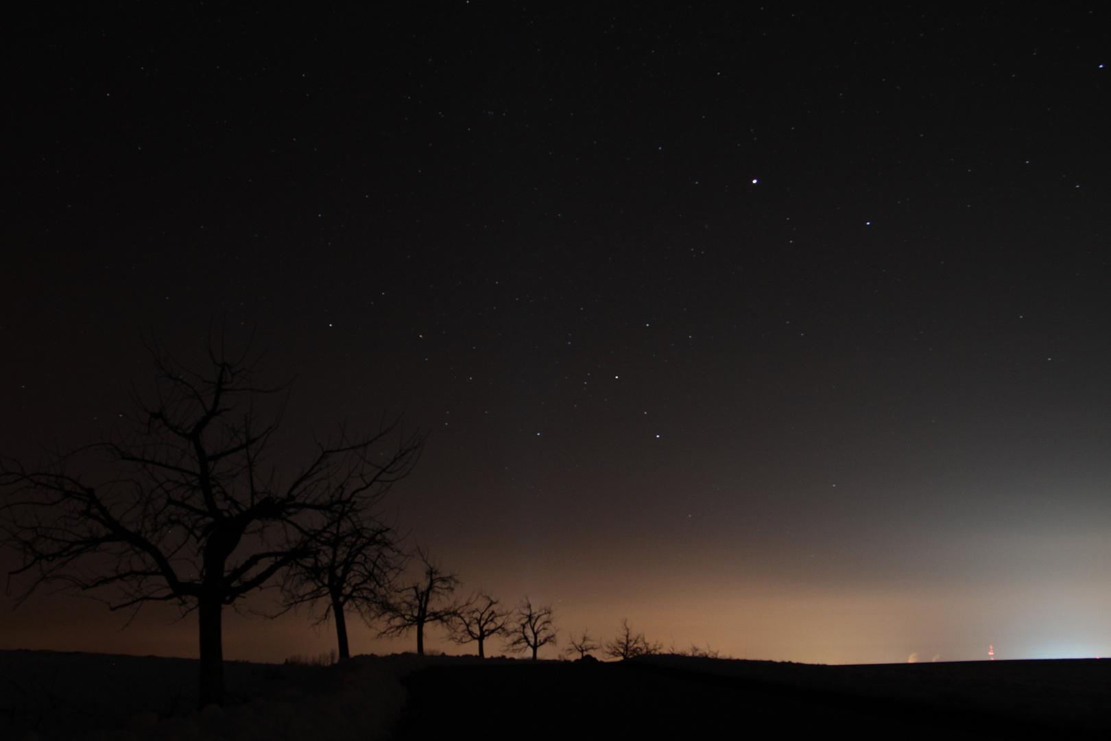 Die Stadt erhellt die Nacht