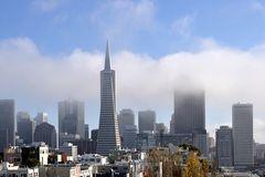 Die Stadt und der Nebel