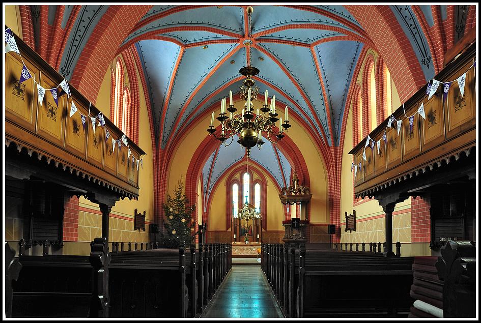 Die Stadtkirche von Bad Sülze zur Weihnachtszeit