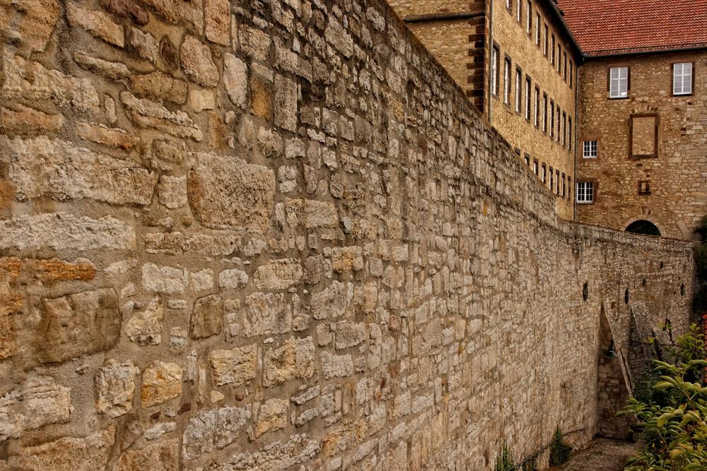 Die Stadtmauer am Ikenberg in Warburg