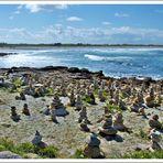 Die Steintürmchen am Strand von Tronoen in der Bretagne