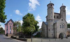Die Stiftskirche in Bad Münstereifel, Blick von der Marktstraße