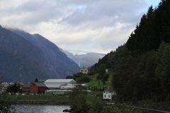 Die Straße am Fjord