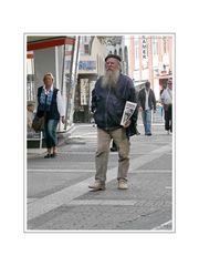 'Die Strasse' (Verkäufer in Eberfeld City)