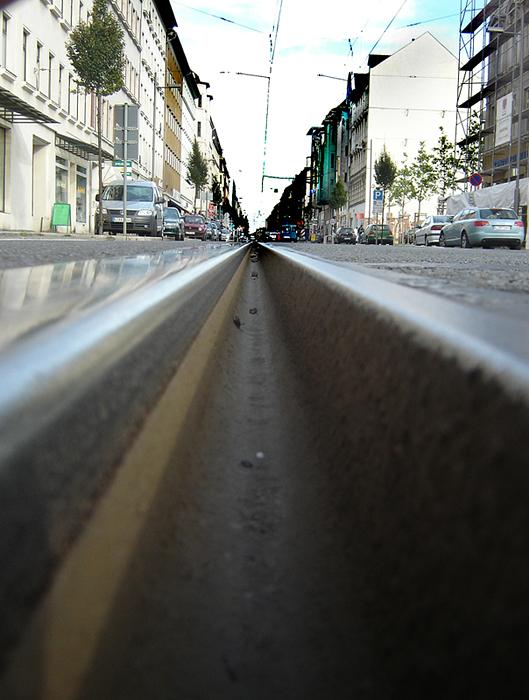 Die Straßenbahn war zum Glück noch sehr weit weg.......