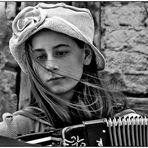 Die Straßenmusikerin