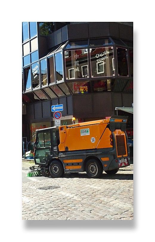 ... die Straßenreinigung fährt China Town vorbei