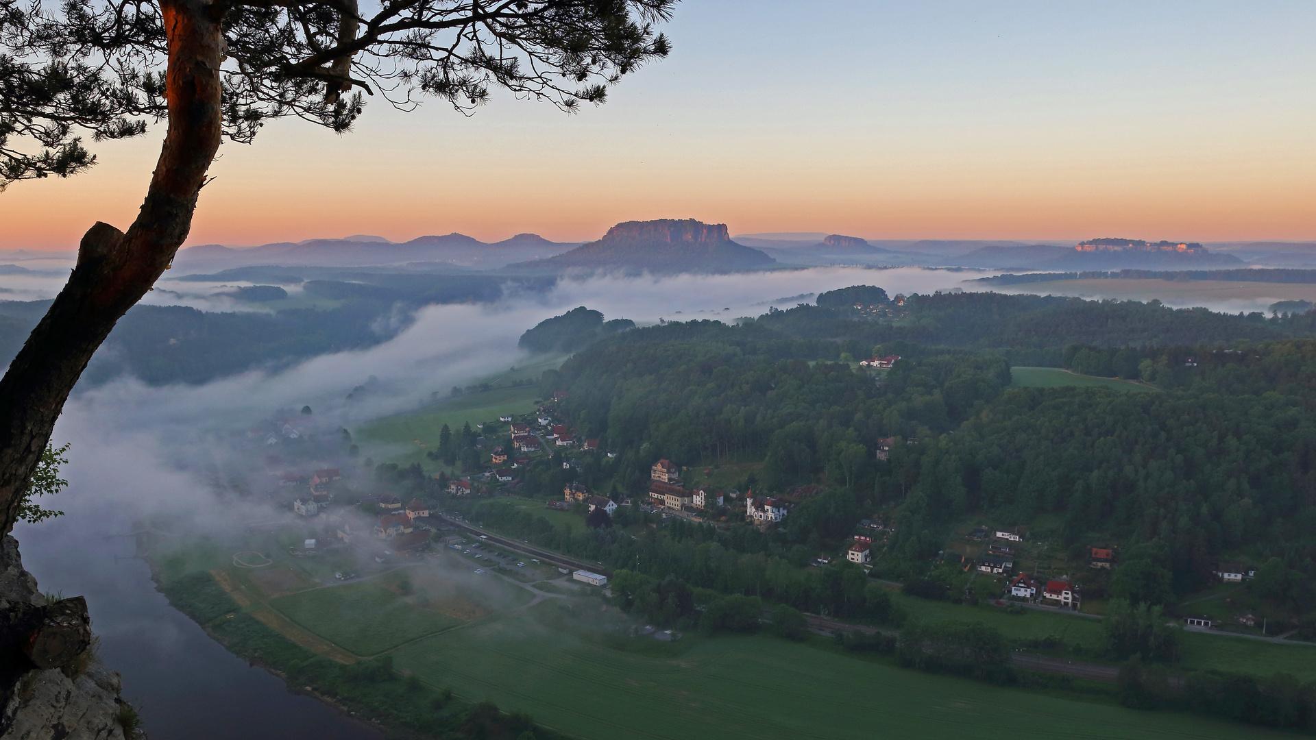 Die Tafelberge im Morgenlicht