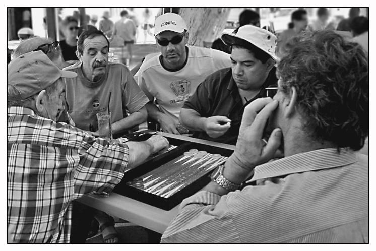 Die Tavlispieler in Naoussa auf Paros