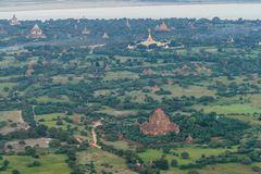...die Tempellandschaft und der Ananda Tempel aus der Luft...