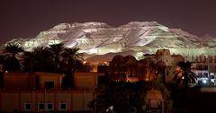 die thebanischen berge sind wieder beleuchtet