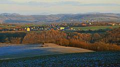 Die tiefe Sonne  auf dem Feld und Burkhartswalde sorgt für besondere Eindrücke...