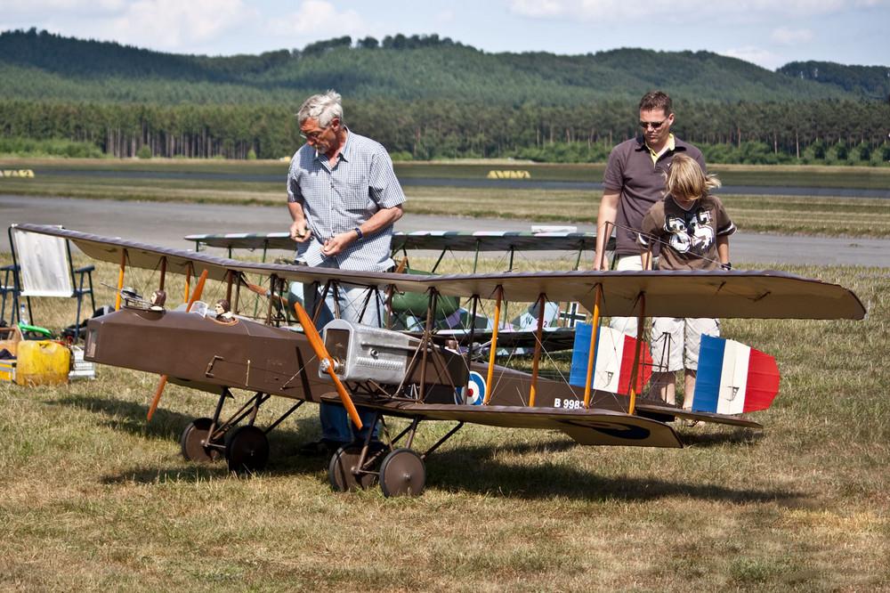 Die tollkühnen Männer an ihrer fliegenden Kiste