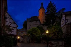 die Tore der Burg werden geschlossen