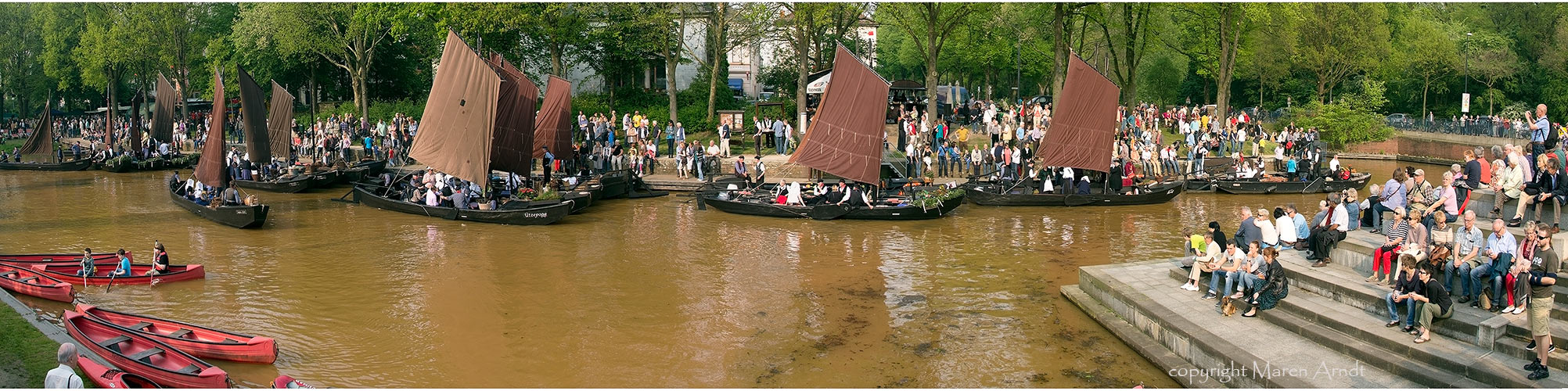 Die Torfkahnarmada im Bremer Torfhafen