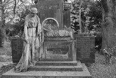 Die Trauernde am Grab
