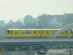 Die U2 auf dem Weg zum Bahnhof Gleisdreieck