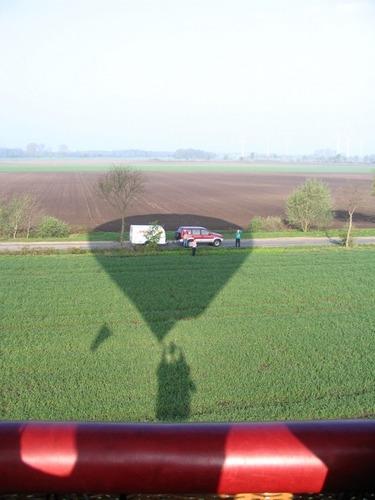 Die Verfolger im Schatten des Ballons!