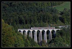 Die vierbogige Steinbrücke aus dem Jahre 1728 in St. Ursanne Jura